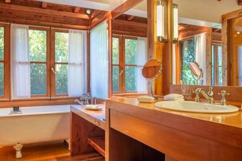 Baño Corner Suite